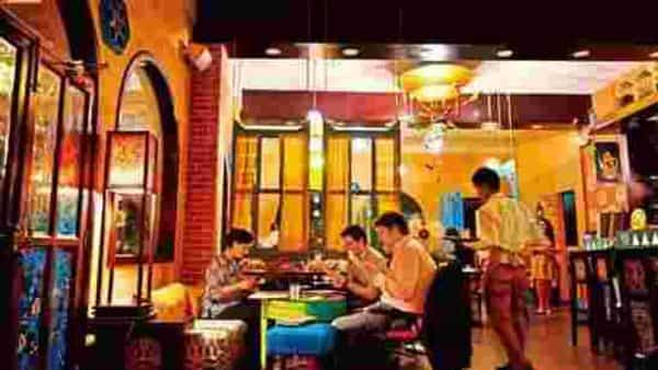 Covid battered India's eating out market, wiping away a chunk of smaller, unorganised players. (Photo: Mint)