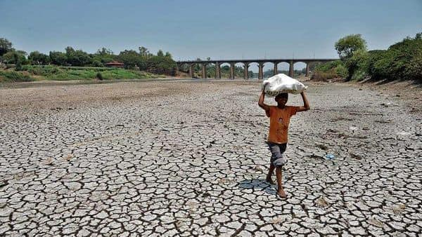 Every year, floods and droughts affect 97.5 million and 140 million people, respectively (UDAY DEOLEKAR) (HT_PRINT)