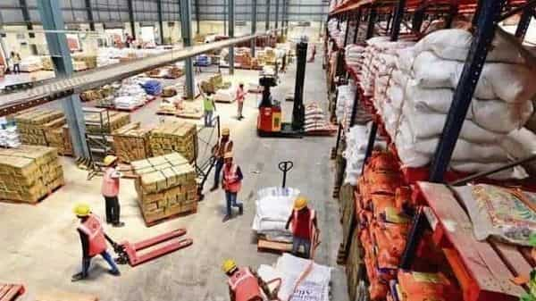 Scramble for warehouses amid boom in online retail
