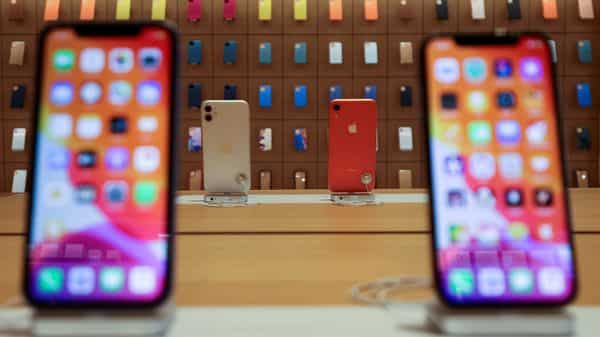 FILE PHOTO: IPhones are displayed at the upcoming Apple Marina Bay Sands store in Singapore, September 8, 2020. REUTERS/Edgar Su/File Photo (REUTERS)