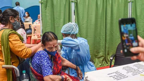 Mumbai: An elderly person being administered the COVID-19 vaccine at a paid centre at SRCC Hospital, in Mumbai, Saturday, March 6, 2021. (PTI Photo/Kunal Patil)(PTI03_06_2021_000095B) (PTI)