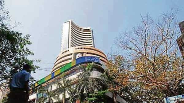 Market closing: Benchmark Indian equity indices ended the day up nearly 1% for the third straight trading session.