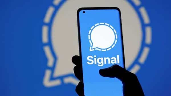 The Signal messaging app logo is seen on a smartphone (REUTERS)