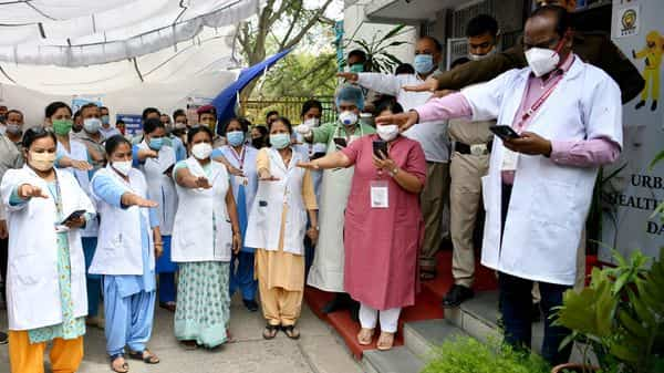 Medical workers and fellow people take a pledge to follow guidelines regarding the COVID-19 vaccine at a health centre, in New Delhi. (ANI Photo)