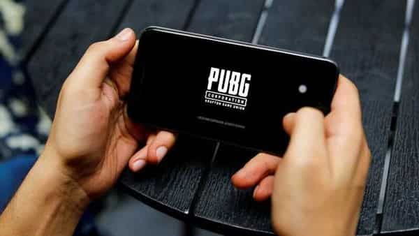 FILE PHOTO: A boy plays Tencent Holdings' PUBG videogame on his mobile phone at a cafe in New Delhi (REUTERS/)