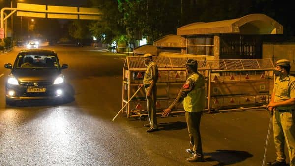 New Delhi, India - April 6, 2021: Delhi Police personnel seen manning a checkpost after the Delhi Government imposed night curfew in response to rising Covid-19 cases, at South Extension in New Delhi, India, on Tuesday, April 6, 2021. (Photo by Amal KS/ Hindustan Times) (Amal KS/HT PHOTO)