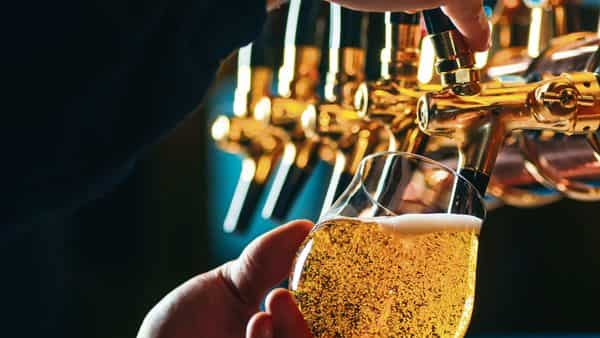 Those who missed crisp draught beer can now take home fresh brews in growlers or opt for online subscriptions to try new launches. (Istockphoto)