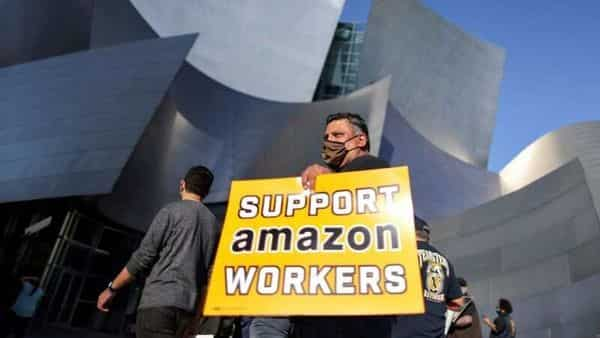 People protest in support of the unionizing efforts of the Alabama Amazon workers (REUTERS)