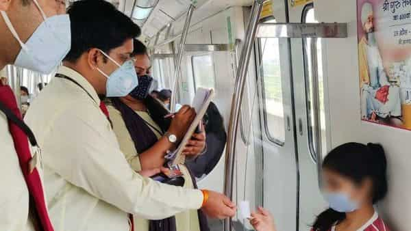 To ensure our travel guidelines are being followed, Delhi Metro's Flying Squads penalised 672 commuters on 7 April 2021. (@DMRC)