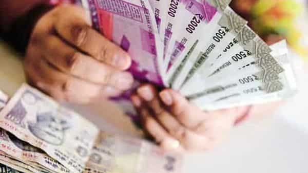 PPF vs NPS: Which is the better investment option for good returns? (Photo: Hemant Mishra/Mint)