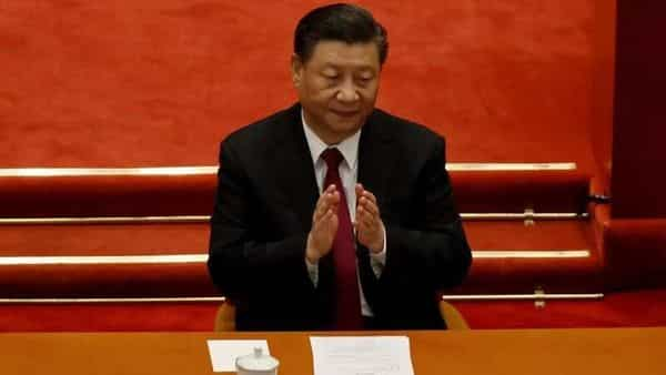 FILE PHOTO: Chinese President Xi Jinping applauds at the closing session of the Chinese People's Political Consultative Conference (CPPCC) at the Great Hall of the People in Beijing, China March 10, 2021. REUTERS/Carlos Garcia Rawlins/File Photo (REUTERS)