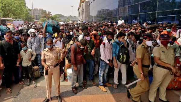 Migrant workers wait to enter the Lokmanya Tilak Terminus railway station, amid the spread of the coronavirus disease in Mumbai (Photo: Reuters)