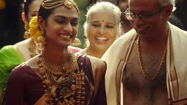 The transformation of the person is brought alive in the Bhima Jewellers advertisement through her relationship with jewellery—From a pair of anklets that her father gifts right at the beginning of the ad to the traditional bridal jewellery that she wears as a South Indian bride at the end.