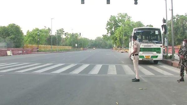 New Delhi enters weekend lockdown. ((ANI))