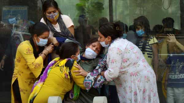 New Delhi: Relatives console a family member of a COVID-19 victim, at Nigam Bodh Ghat crematorium, in New Delhi, (PTI)