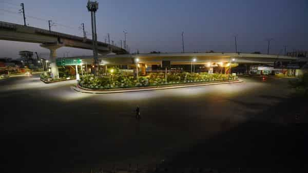 Faizabad crossing wears a deserted look during weekend lockdown, imposed to curb the surge in coronavirus cases in Lucknow (PTI)