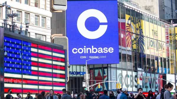 Monitors display Coinbase signage during the company's initial public offering (IPO) at the Nasdaq (Bloomberg)