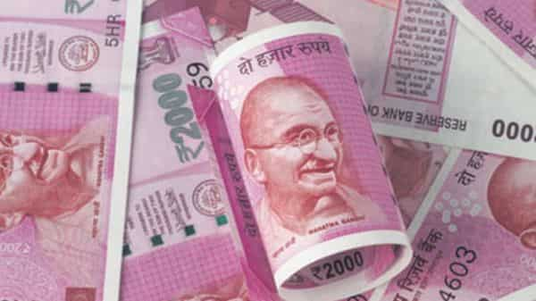 It is advisable not to accept any gift in cash to avoid any complication in future from tax department. (HT_PRINT)