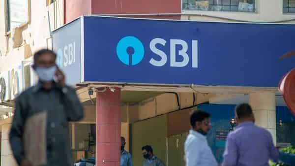 SBI has shared a two and a half minute video explaining a situation on how scanning a QR code will actually result in debiting money from your bank account.