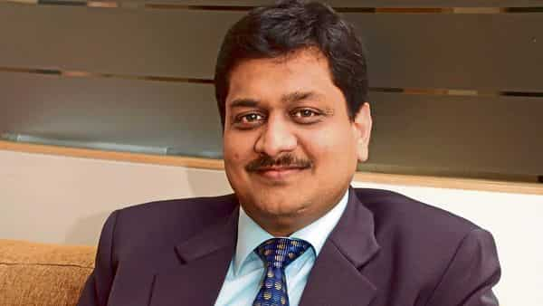 Neeraj Gupta, CEO of Meru, will be stepping down from his position and will continue as an employee until 30 June.