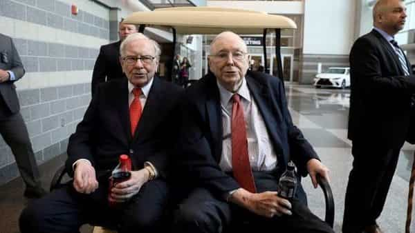 FILE PHOTO: Berkshire Hathaway Chairman Warren Buffett (left) and Vice Chairman Charlie Munger are seen at the annual Berkshire shareholder shopping day in Omaha, Nebraska. (REUTERS)