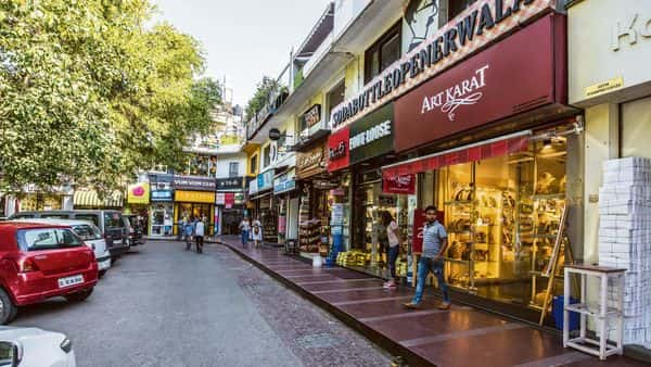 The retail sector had seemed to be on the verge of recovery and was inching towards the pre-pandemic-level business. However, the second wave has once again curtailed this growth. (Pradeep Gaur/mint)