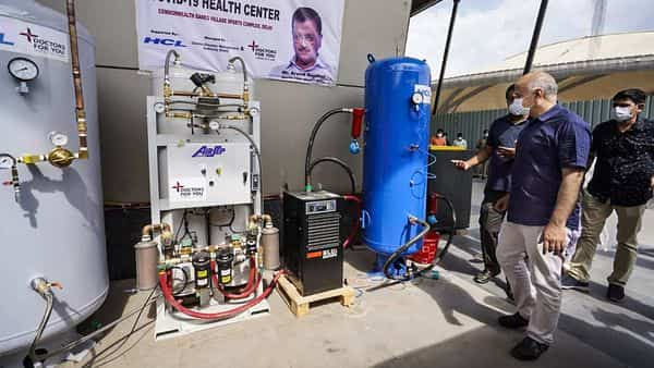 New Delhi: Delhi Dy CM Manish Sisodia visits a mini oxygen plant being created at the COVID Care Centre of the Commonwealth Village with an aid from HCL, in New Delhi.  (PTI)