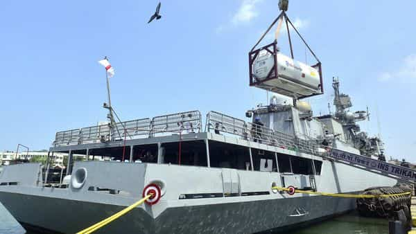 INS Trikand is reaching Mumbai with 40 tonnes of oxygen from Qatar (Anshuman Poyrekar/HT PHOTO)