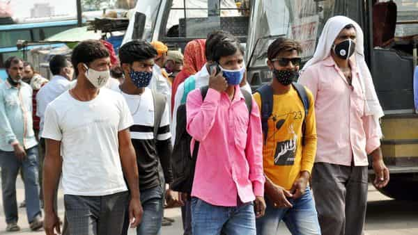 Migrant workers seen at Mithapur Bus Stand during a Covid-19 induced lockodown, in Patna. (HT)
