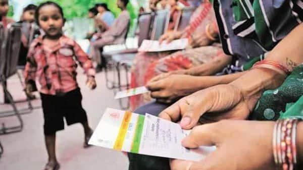 People holding their Aadhaar cards. Photo: HT