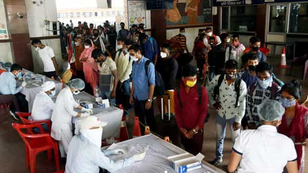 Passengers arrive from Maharashtra by a special train wait in a queue at a COVID-19 testing counter at Patna. (ANI)