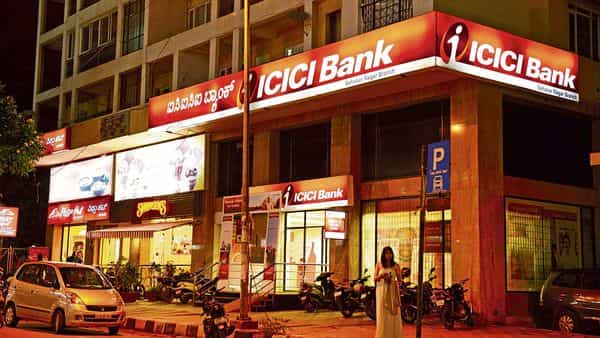 Private sector lender ICICI Bank made the most of an ongoing ban on credit card issuances by HDFC Bank (Photo: Mint)