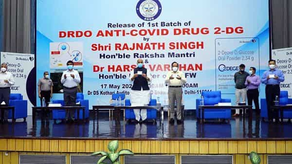 Defence Minister Rajnath Singh and Union Health Minister Dr Harsh Vardhan during the release of the first batch of Anti-COVID drug 2DG developed by DRDO. (File photo)