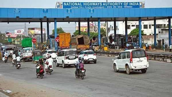 NHAI guidelines for toll plazas: Maximum 10-second service time, no queue beyond 100 meters for vehicles