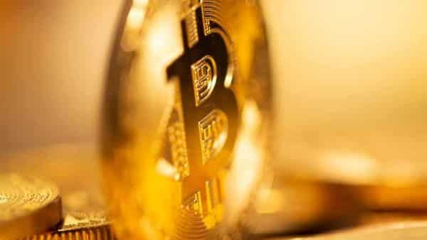 The fact that cryptocurrencies can move 50% upward or downward in a matter of weeks tells us that there is a fundamental weakness at the heart of their structure (Photo: Reuters)