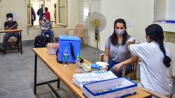 On Wednesday, India reported 1,32,788 new coronavirus infections, taking the country's tally to 2,83,07,832, according to the Union Health Ministry (Photo: PTI)