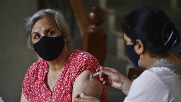 Covid vaccination: A health worker inoculating a woman with a Covid-19 vaccine at Sector 31 Poly Clinic in Gurugram. (Vipin Kumar /HT PHOTO)