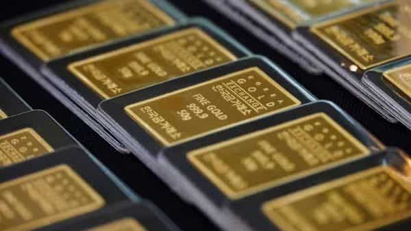Experts say that only those investors who want to invest in gold for the long-term should opt for gold bonds as they may find it difficult to exit before maturity. (REUTERS)