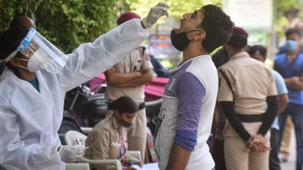 Delhi logs 305 fresh COVID cases, 44 deaths in 24 hrs; positivity rate at 0.41% (Sanchit Khanna/HT PHOTO)