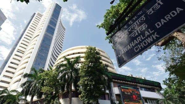 The volatility index has an inverse correlation with the benchmark Sensex and Nifty indices, which have hit record highs this month. (Photo: HT)