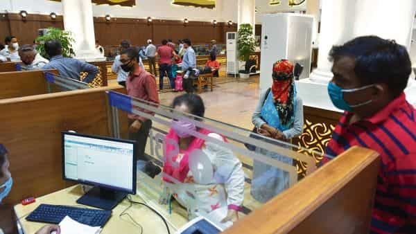 Bengaluru-based fintech lender Nira said in its report that there was more stress seen among borrowers in grey- and blue-collared jobs than among white-collared workers.  (HT)