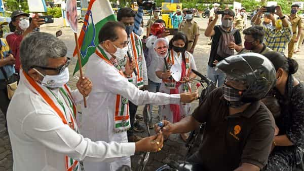 Congress workers stage a protest against the Union government over fuel price hike (HT PHOTO)