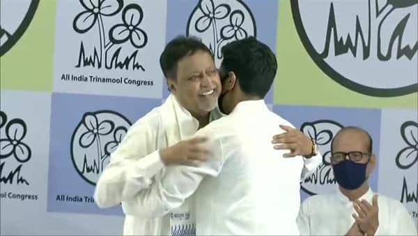 Mukul Roy was felicitated by Abhishek Banerjee. (ANI)