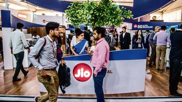 Reliance Jio Infocomm reported strong revenues for the March quarter with substantial customer additions aided by the launch of its cheaper JioPhone in February end. (Photo: Mint)