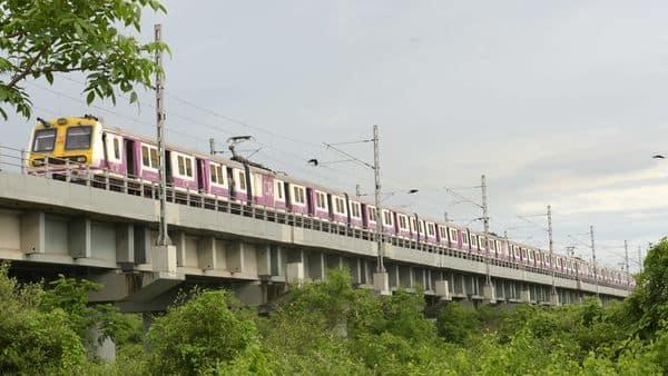 Central Railway runs local trains on Nerul-Belapur-Kharkopar line as per pre-pandemic schedule at Seawoods, in Navi Mumbai. (HT)