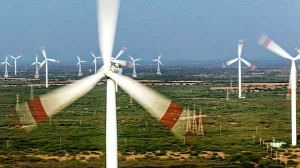 India is running the world's largest clean energy programme to achieve 175 GW of renewable capacity, including 100GW of solar power by 2022. (Photo: Bloomberg)