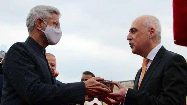 Jaishankar handing over relic of revered saint to his Geogian counterpart David Zalkaliani. (@DrSJaishankar/Twitter) (HT_PRINT)