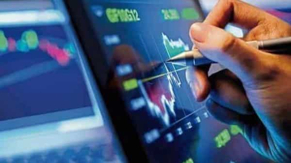 Experts suggest that investment in pre-IPO and unlisted shares should only be done by investors with aggressive risk attitude/profile
