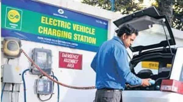 The Maharashtra government will also provide incentives to set up 2,500 charging stations across the states. Photo: Pradeep Gaur