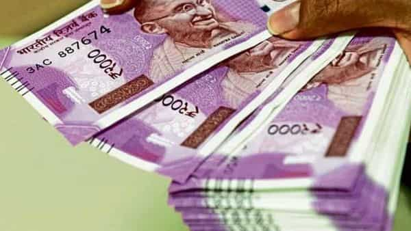 Overseas investors pulled out  ₹4,515 crore from the equities during July 1-16